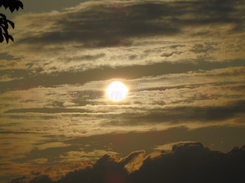 El amanecer de un nuevo día imagenes de archivo