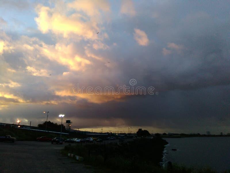 El amanecer se nubla la tormenta foto de archivo libre de regalías
