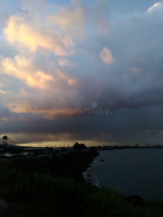 El amanecer se nubla la tormenta fotografía de archivo libre de regalías