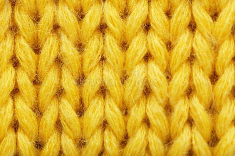 El amarillo hizo punto textura de la tela como fondo, foto de archivo