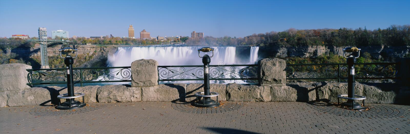 El americano se cae en Niagara Falls, NY imagen de archivo libre de regalías