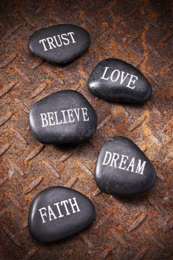 El amor de la confianza cree la fe ideal imagen de archivo libre de regalías