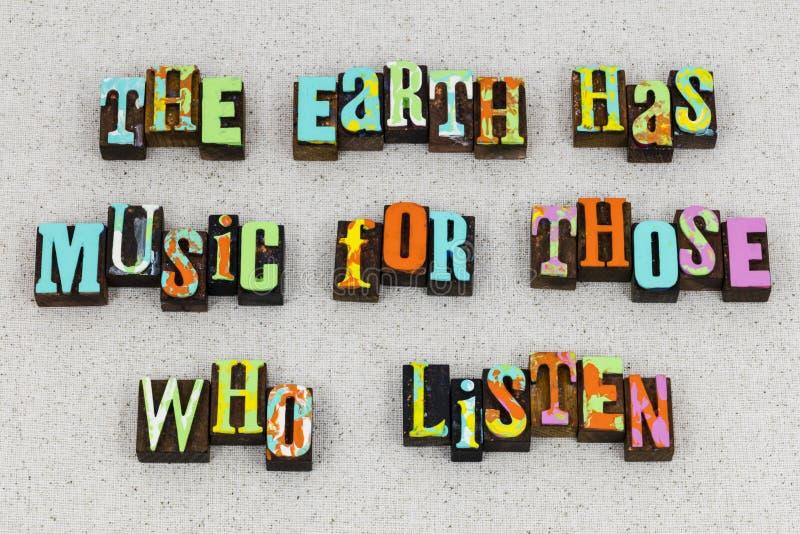 El amor de la música de la vida de la tierra escucha imagen de archivo libre de regalías