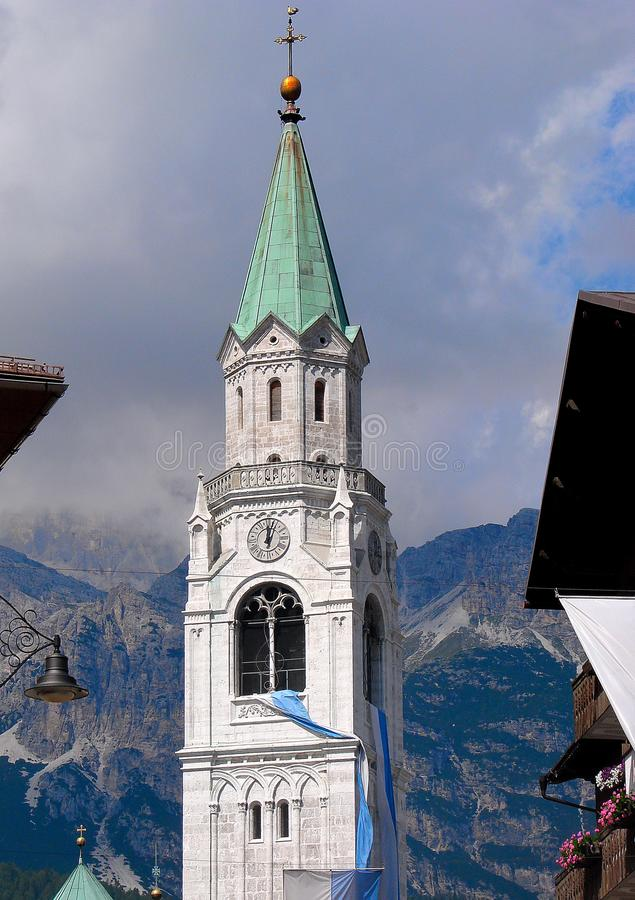 El ` Ampezzo de la cortina d tiene una historia de mil años y una larga tradición como destino turístico: Montañas de las dolomía imagen de archivo