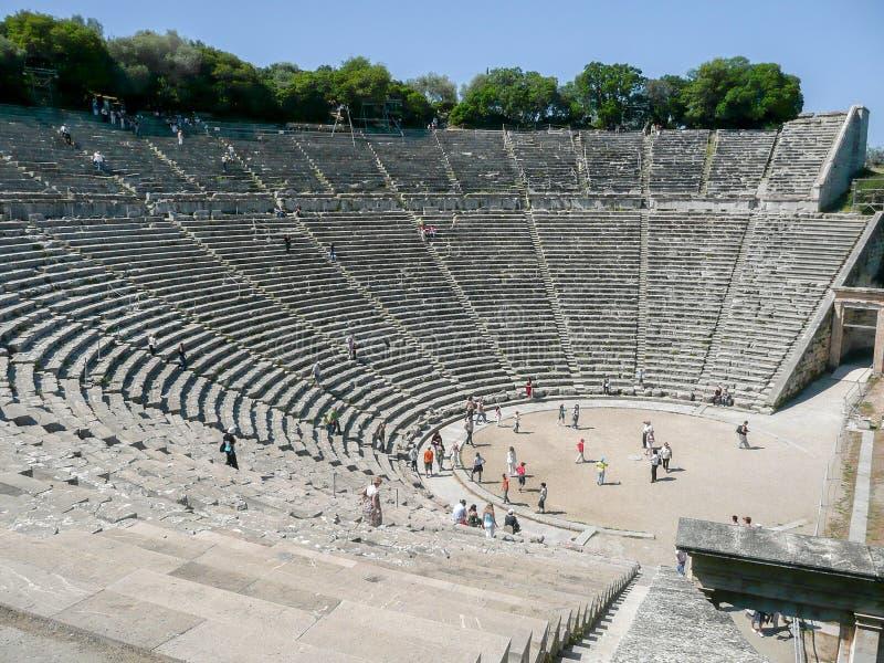 El amphiteater de piedra en Epidaurus, Grecia foto de archivo