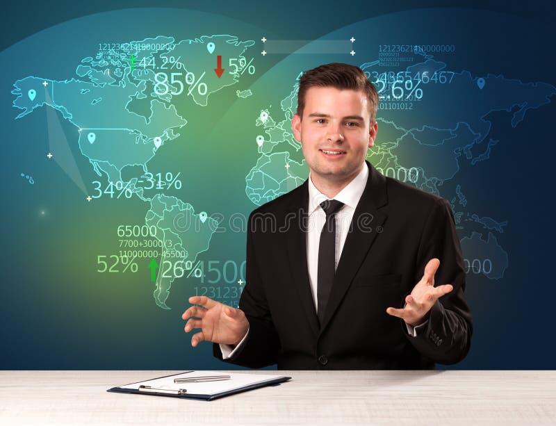 El analista de mercado comercial es noticias del comercio mundial de la información del estudio con imágenes de archivo libres de regalías