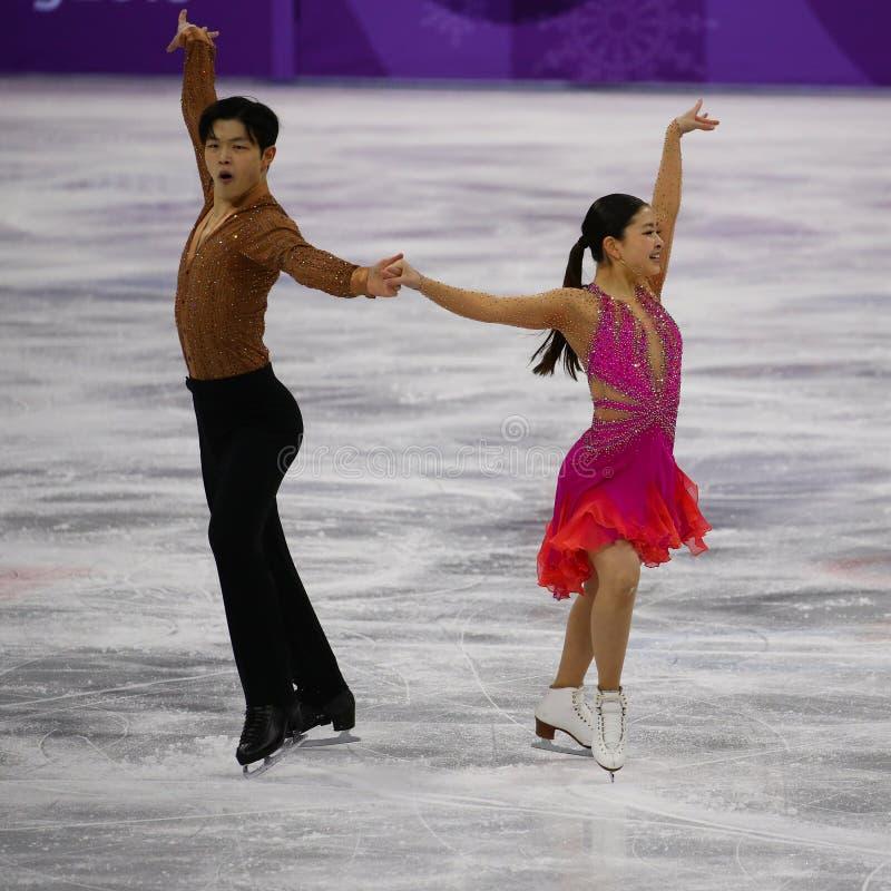 El andI Alex Shibutani de Maia Shibutani de los medallistas de bronce de los Estados Unidos se realiza en la danza de Team Event  imagenes de archivo