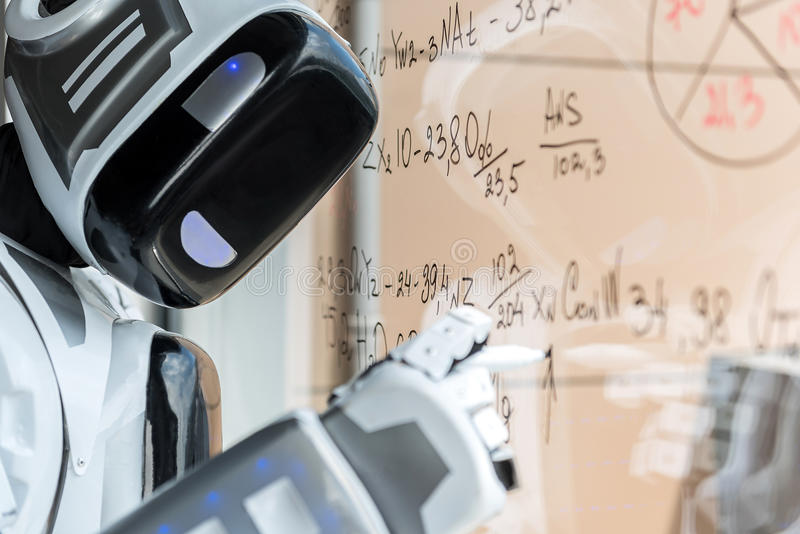 El androide moderno se está oponiendo al tablero de cristal fotos de archivo