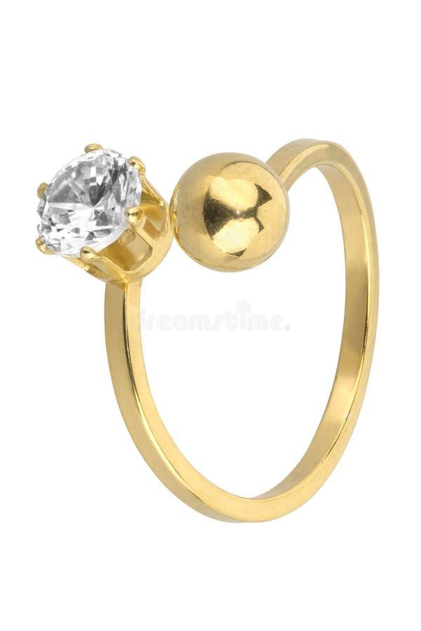 El anillo de oro ajustable de la mujer con un diamante y una bola de oro, aislados en el fondo blanco, trayectoria de recortes in fotografía de archivo