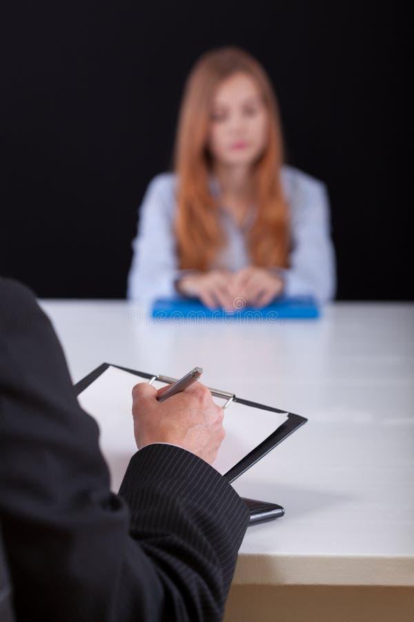 El anotar durante la reunión del reclutamiento fotos de archivo