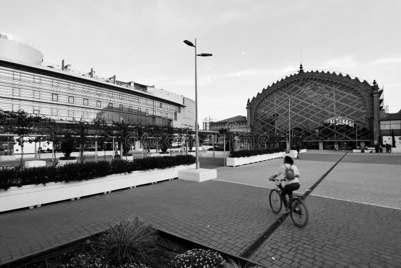 El anuncio de la bicicleta la estación fotografía de archivo libre de regalías