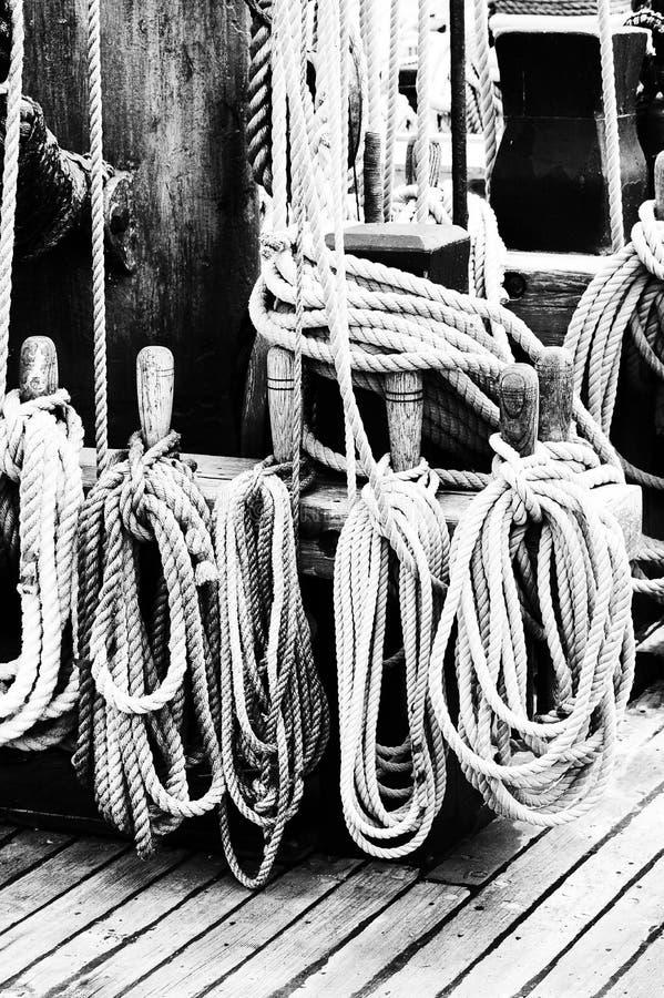 El aparejar náutico de las naves imagenes de archivo