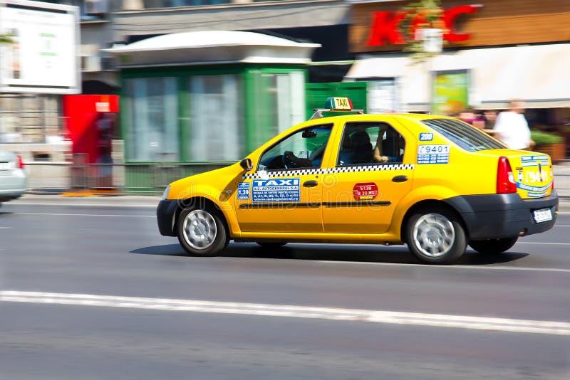 El apresurar del taxi de Bucarest imágenes de archivo libres de regalías
