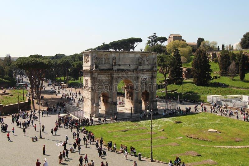 El arco de Constantina durante día soleado fotografía de archivo