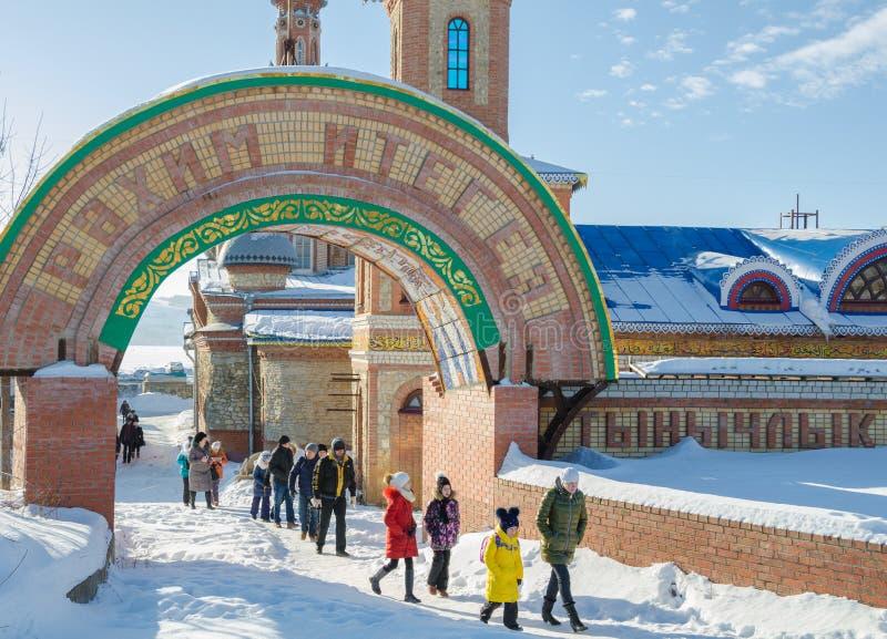 El arco de la entrada al templo de todas las religiones fotografía de archivo