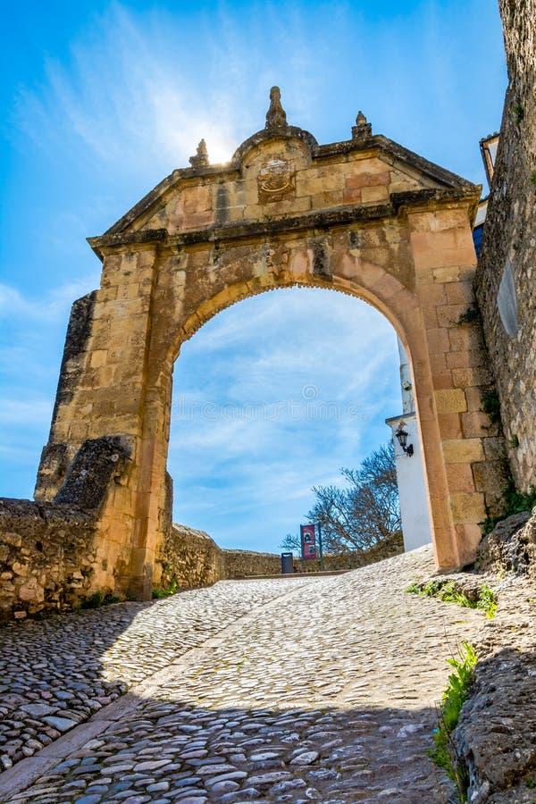El arco de Philip V en Ronda, España fotos de archivo libres de regalías