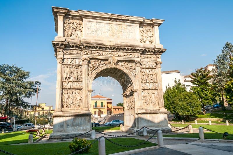 El arco de Trajan imagen de archivo