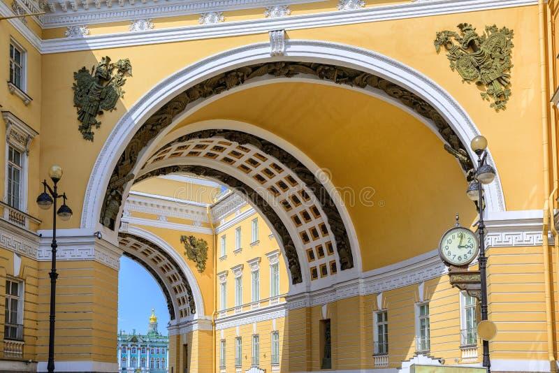 El arco del estado mayor general, St Petersburg, Rusia foto de archivo libre de regalías
