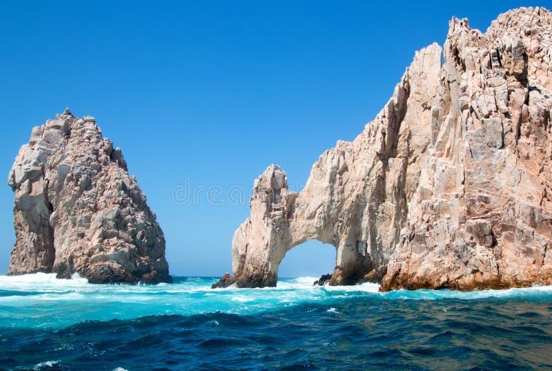 El Arco/Los Arcos som bågen på länder avslutar på Cabo San Lucas Baja Mexico fotografering för bildbyråer
