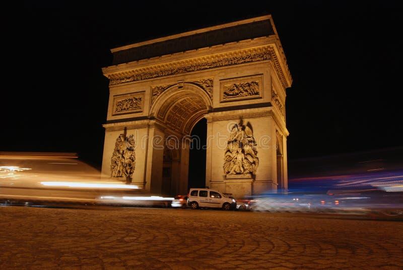 El arco triunfal en París foto de archivo