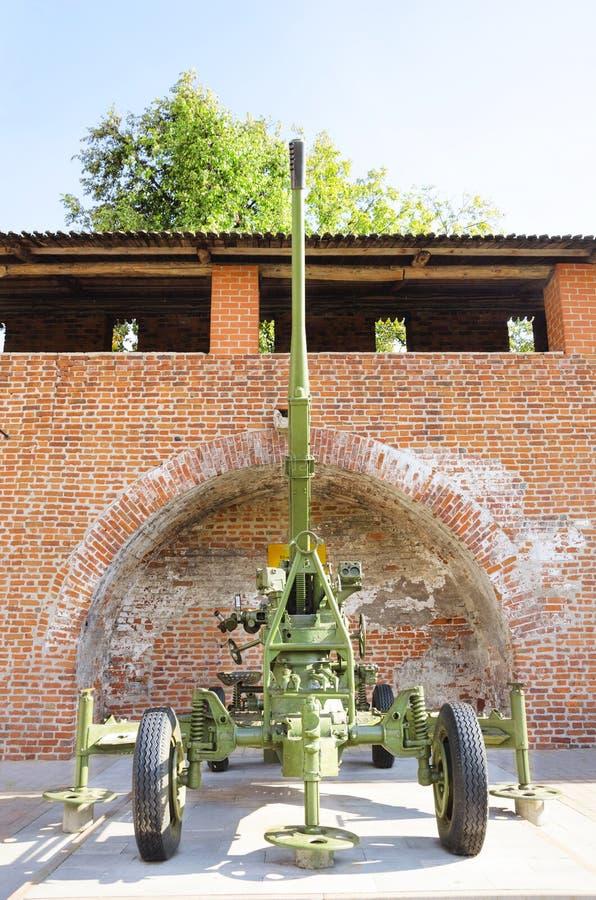 El arma divisional M1942 de 85 milímetros en la exhibición en la exposición del equipo militar de épocas de la Segunda Guerra Mun foto de archivo libre de regalías