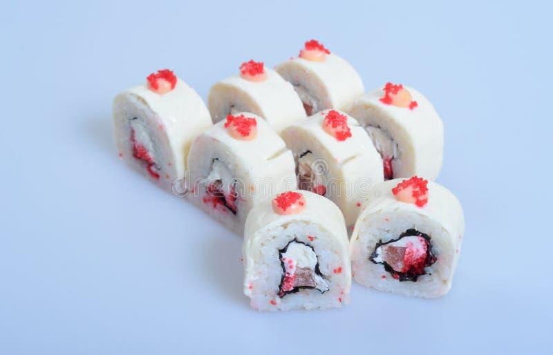 El arroz japonés rueda con los pescados y el jengibre fotografía de archivo libre de regalías