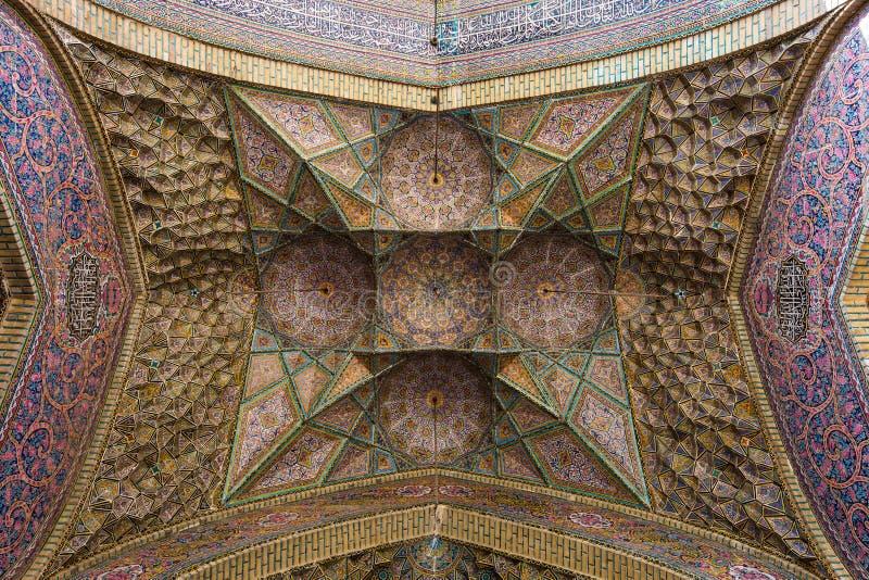 El arte de Muqarnas, mezquita de Nasir-ol-Molk, Shiraz, Irán fotografía de archivo