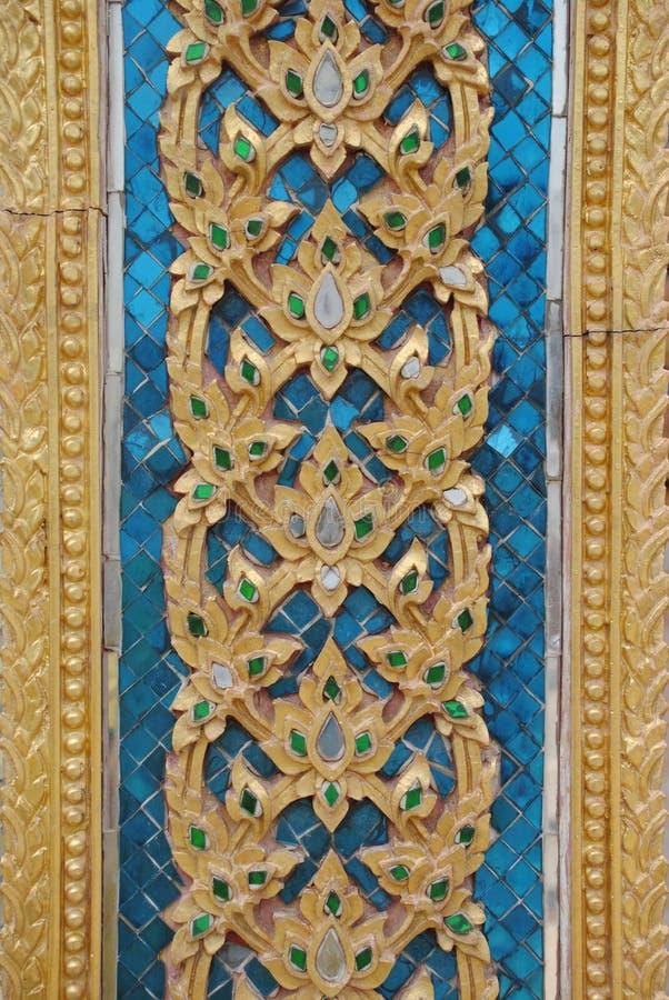 El arte en una pared en el templo cantado tha del wat de Tailandia imagen de archivo