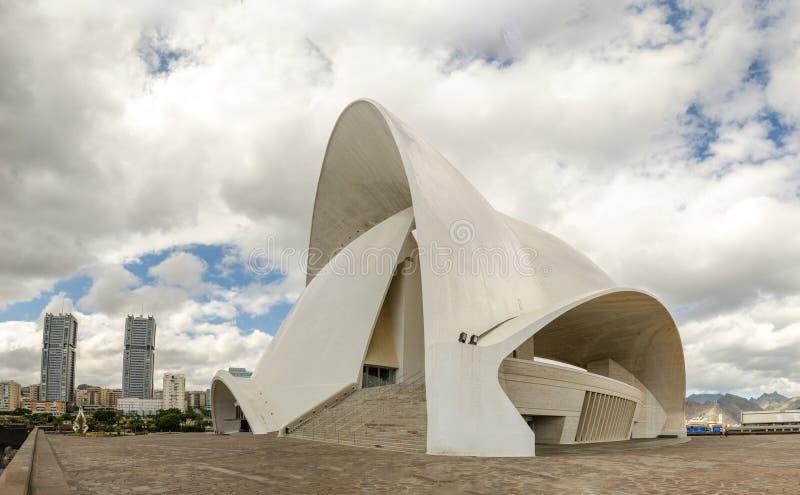 El Auditorio y el teatro de la ciudad de Santa Cruz en la isla de Tenerife imágenes de archivo libres de regalías