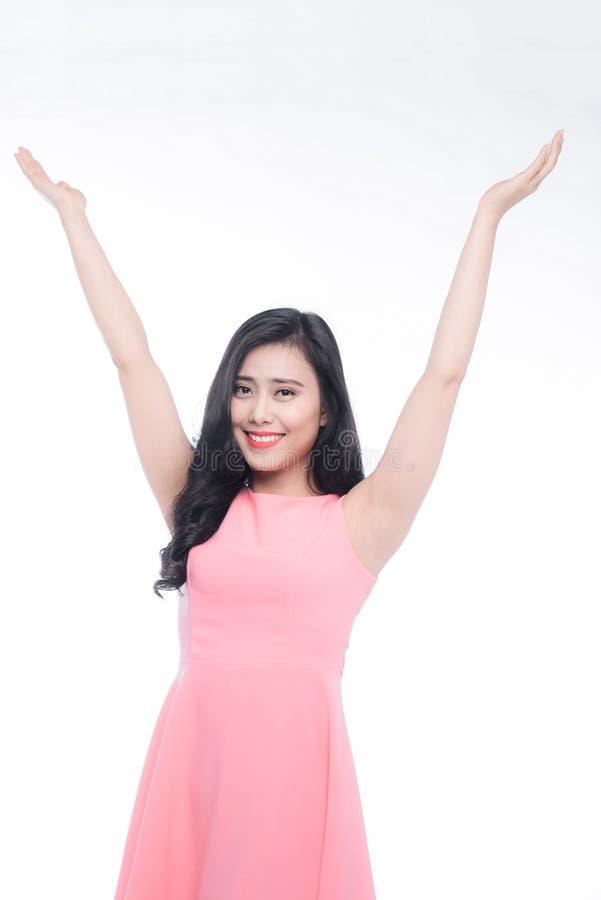 El aumento asiático joven feliz de la mujer entrega blanco fotos de archivo libres de regalías