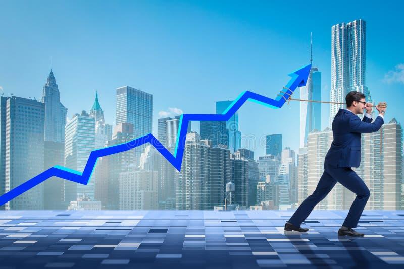 El aumento favorable del hombre de negocios en economía imagenes de archivo