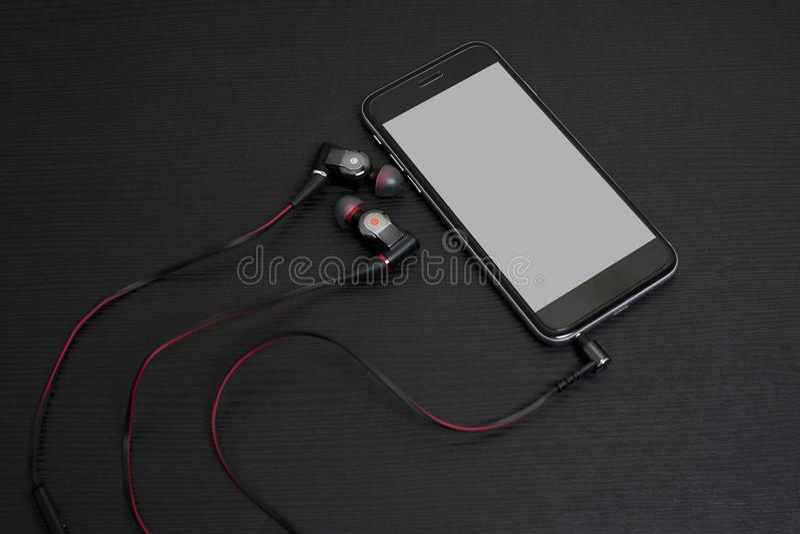 El auricular conecta con el teléfono móvil imágenes de archivo libres de regalías