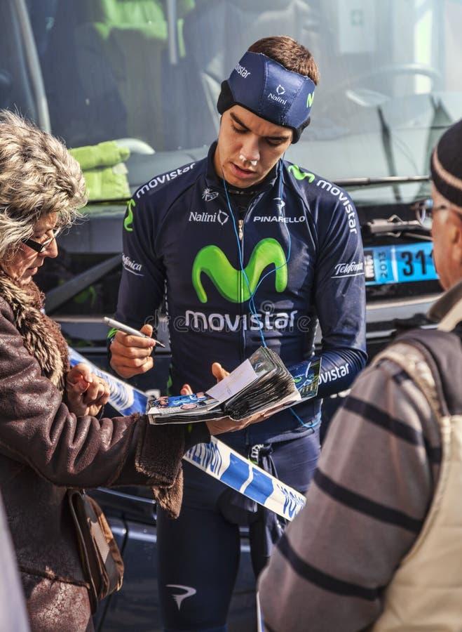 El Autógrafo De Firma De Herada Del Ciclista A Las Fans Foto de archivo editorial