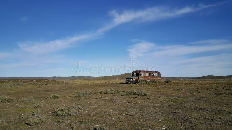 El autobús - isla grande de la tierra del fuego - no - hombre - tierra lejos de la civilización imagen de archivo libre de regalías