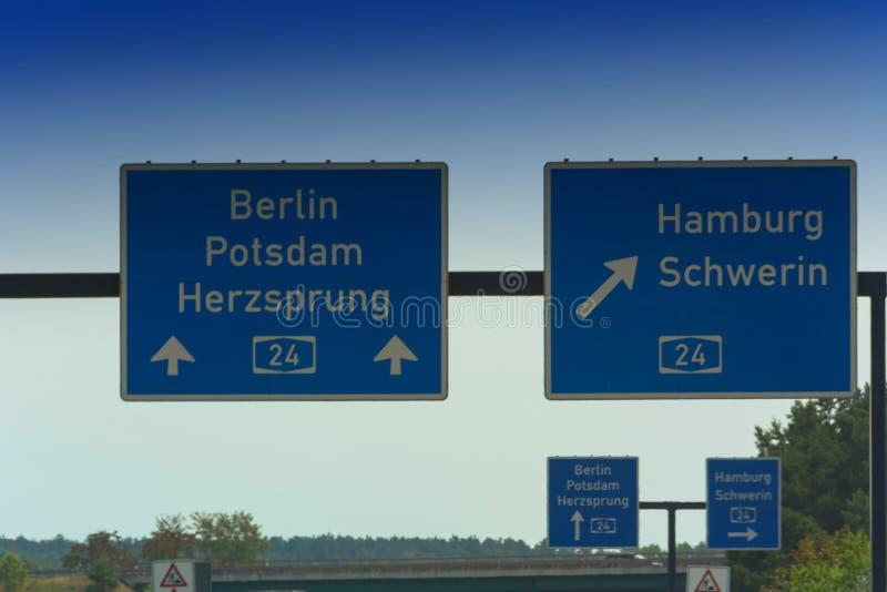 El Autobahn firma adentro Alemania fotos de archivo libres de regalías