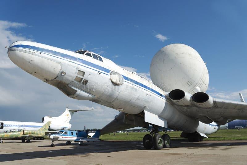 El avión del radar en la exposición internacional foto de archivo
