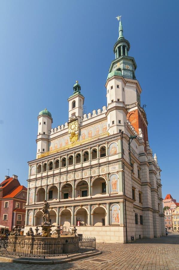 El ayuntamiento en la Plaza Vieja en Poznan, Polonia imagen de archivo