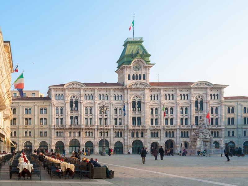 El ayuntamiento y la plaza principal de Trieste (Italia septentrional) foto de archivo libre de regalías