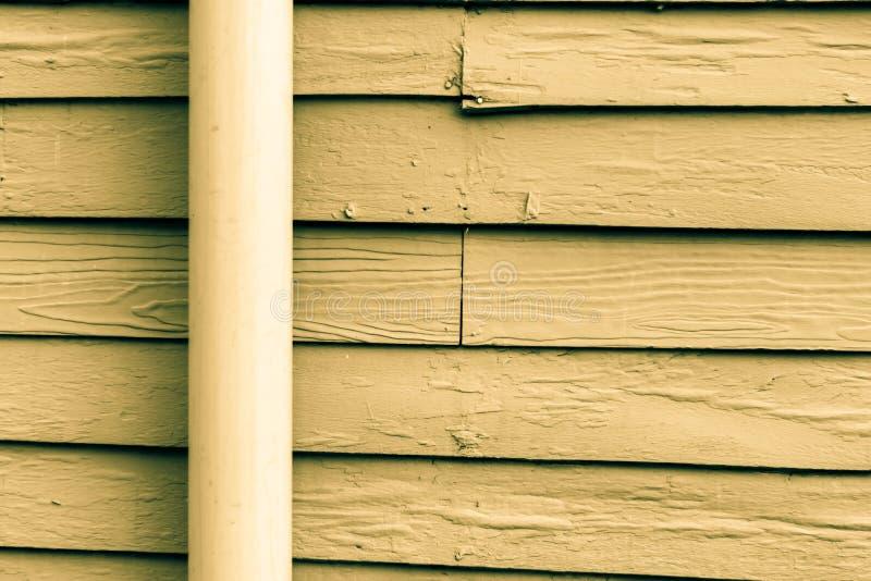 El azul brillante pintado casa de madera vieja fotografía de archivo