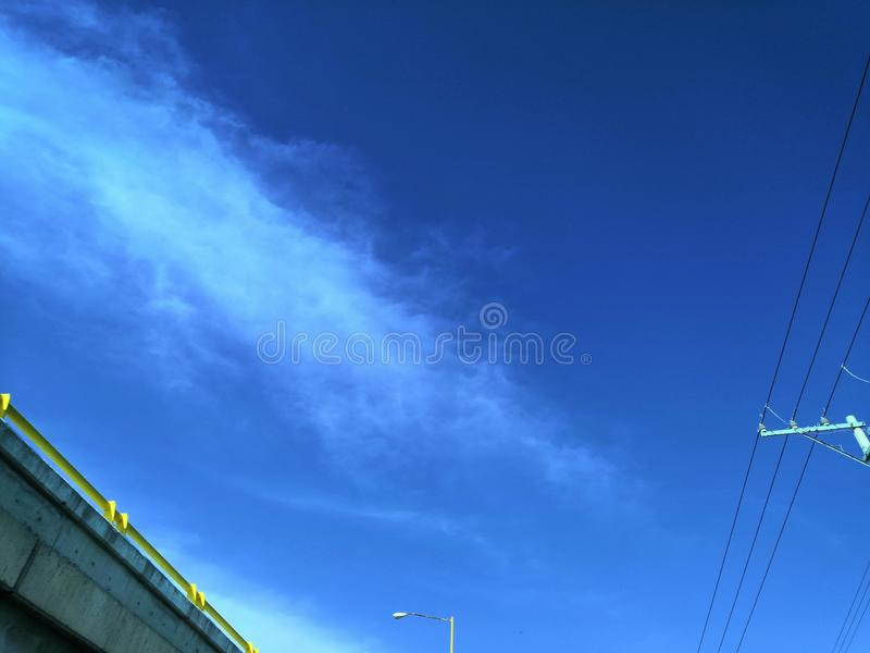 El azul de cielo fotografía de archivo