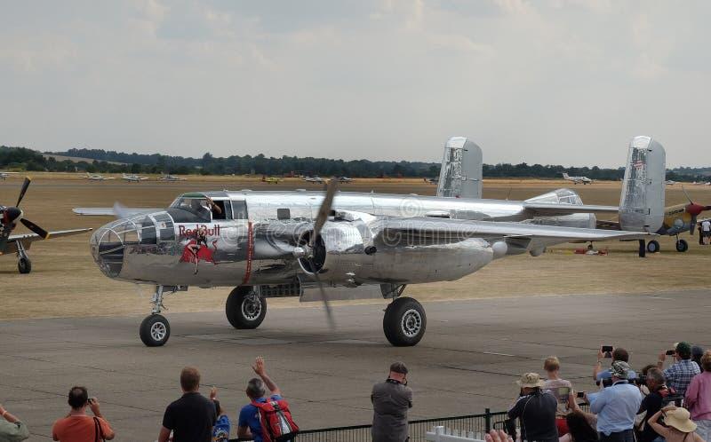 El B-25 norteamericano Mitchell es un bombardero bimotor, medio americano manufacturado por la aviación norteamericana fotos de archivo