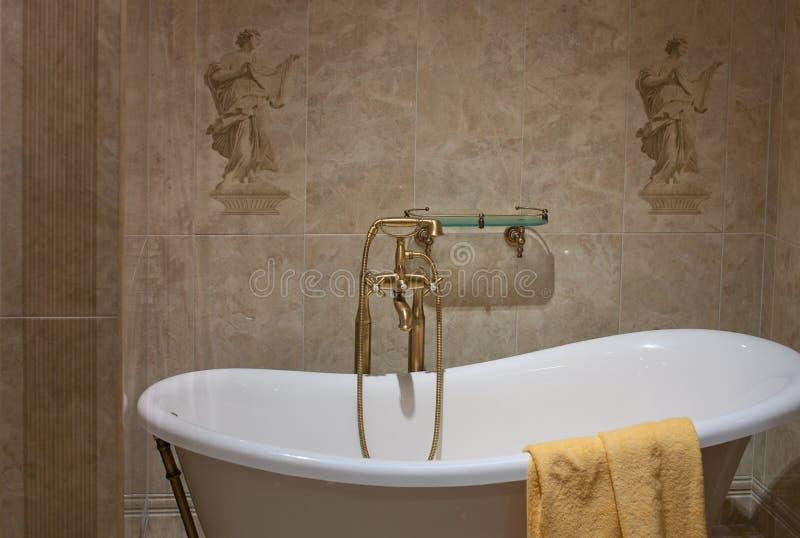 El baño, interior, adorna fotografía de archivo libre de regalías