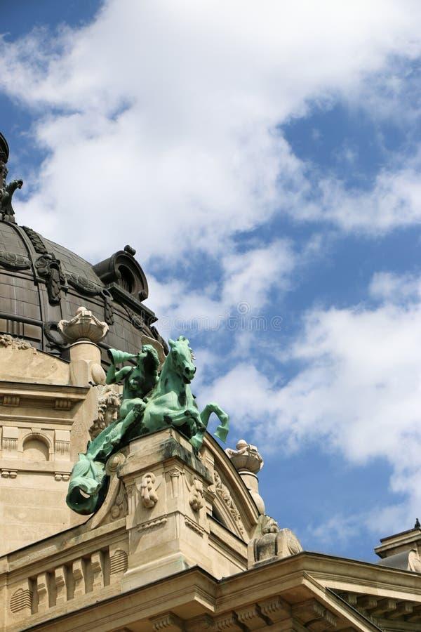 El baño medicinal de Szechenyi en Budapest, Hungría, es el baño medicinal más grande de Europa fotografía de archivo