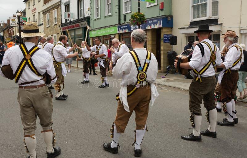 El baile de Morris en Cricklade, se marchita, Inglaterra fotos de archivo