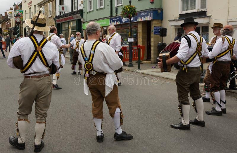 El baile de Morris en Cricklade, se marchita, Inglaterra imagen de archivo