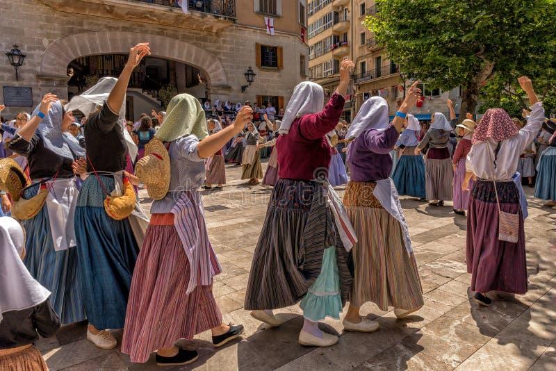 El baile en amarra y el festival de los cristianos - fiesta de Moros y Cristianos, Soller, Mallorca fotos de archivo libres de regalías