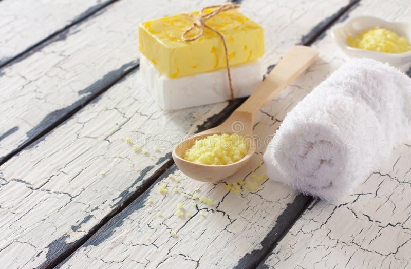 El balneario fijó con las barras de la leche y de la miel del jabón fotos de archivo libres de regalías