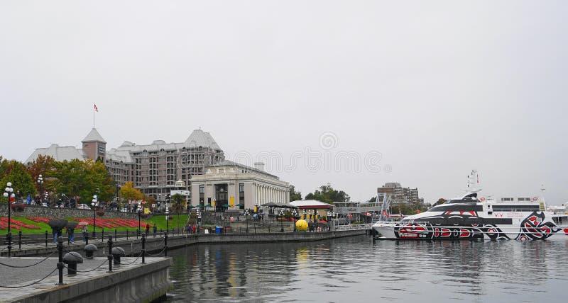 El barco de pasaje de lujo de la emperatriz de V2V que sale de Victoria céntrica a Vancouver céntrica fotos de archivo libres de regalías