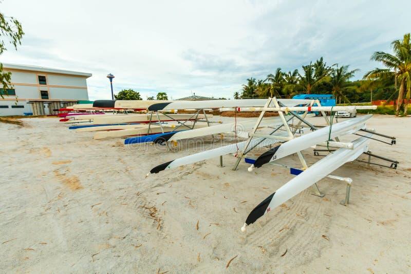 El barco del deporte de equipo del rowing se prepara para competir imágenes de archivo libres de regalías