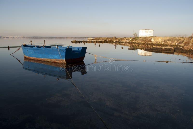 El barco del pescador fotografía de archivo
